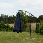 Obrazek produktu Parasol Ogrodowy na wysięgniku bocznym, składany Granatowy